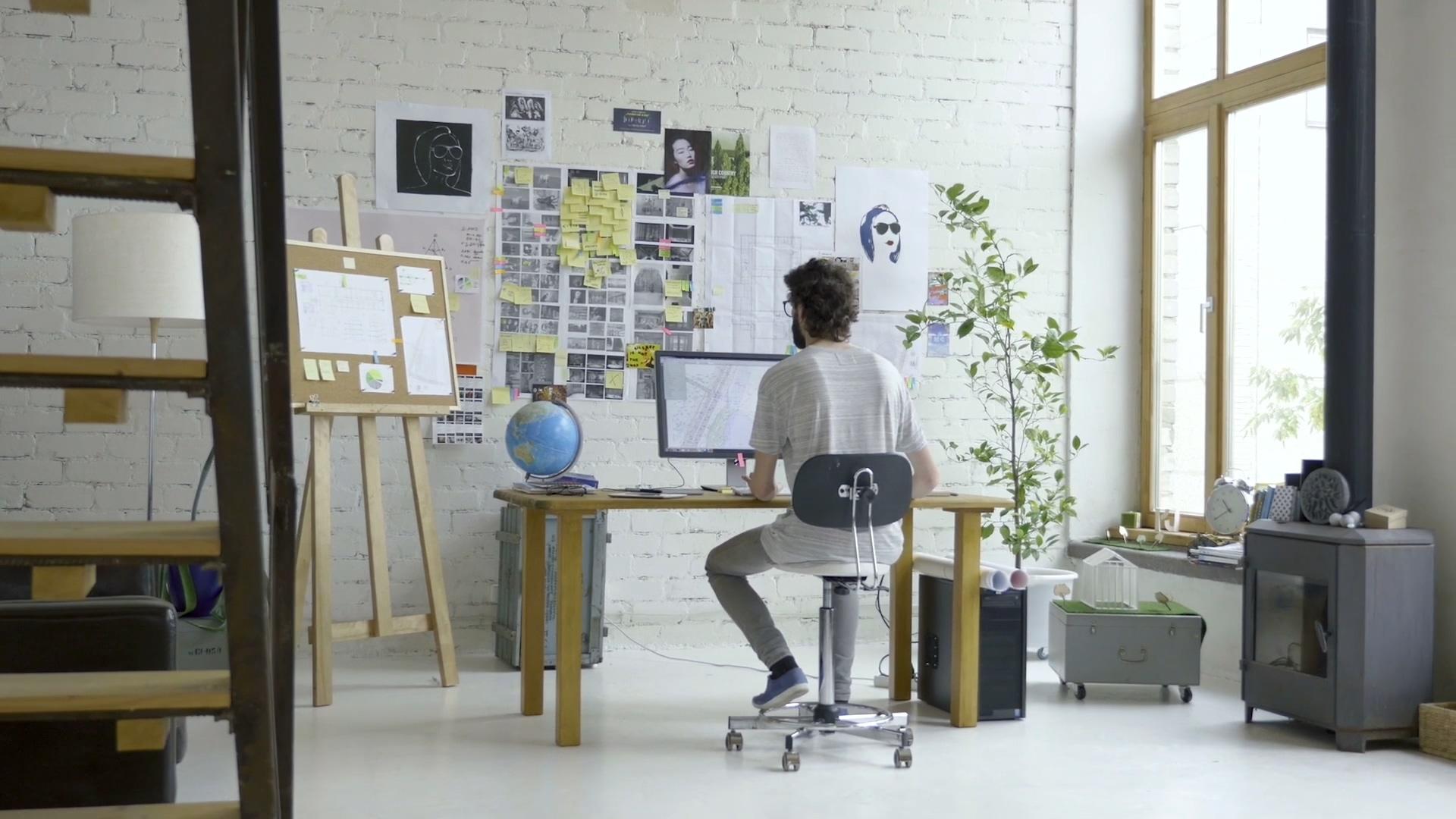 在家办公的男人免费视频素材下载