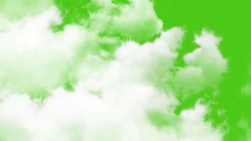 4K云彩向镜头飘来绿背景视频素材