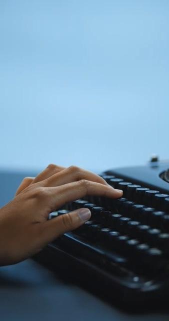 打字的手视频素材