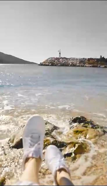 海边的小脚勾引浪花