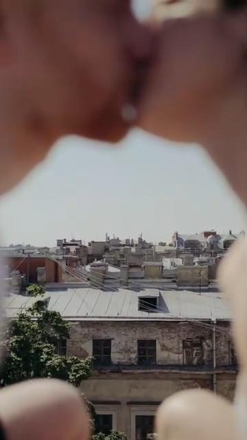 虚化接吻的情侣竖屏视频素材