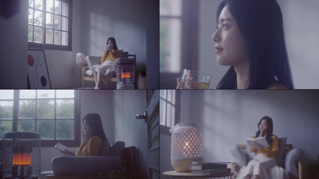 在家喝茶看书的女孩
