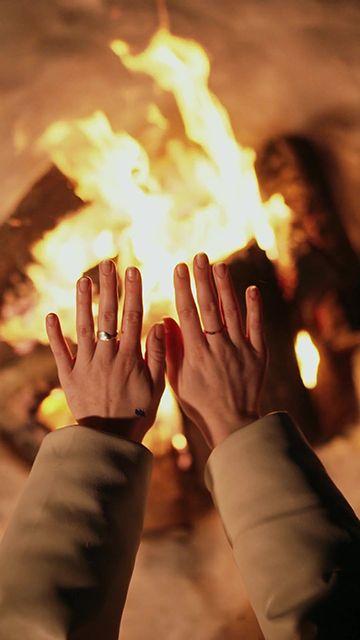 暖手的火堆竖屏视频素材