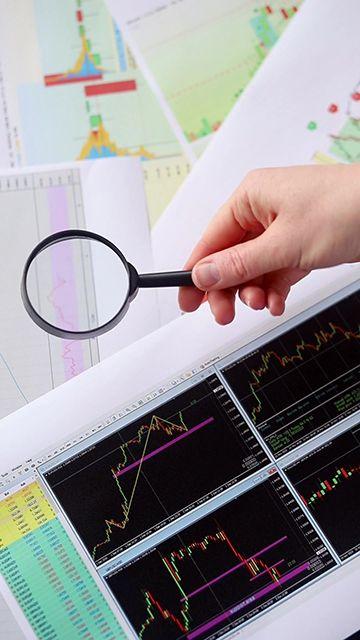 用放大镜看股票信息竖屏