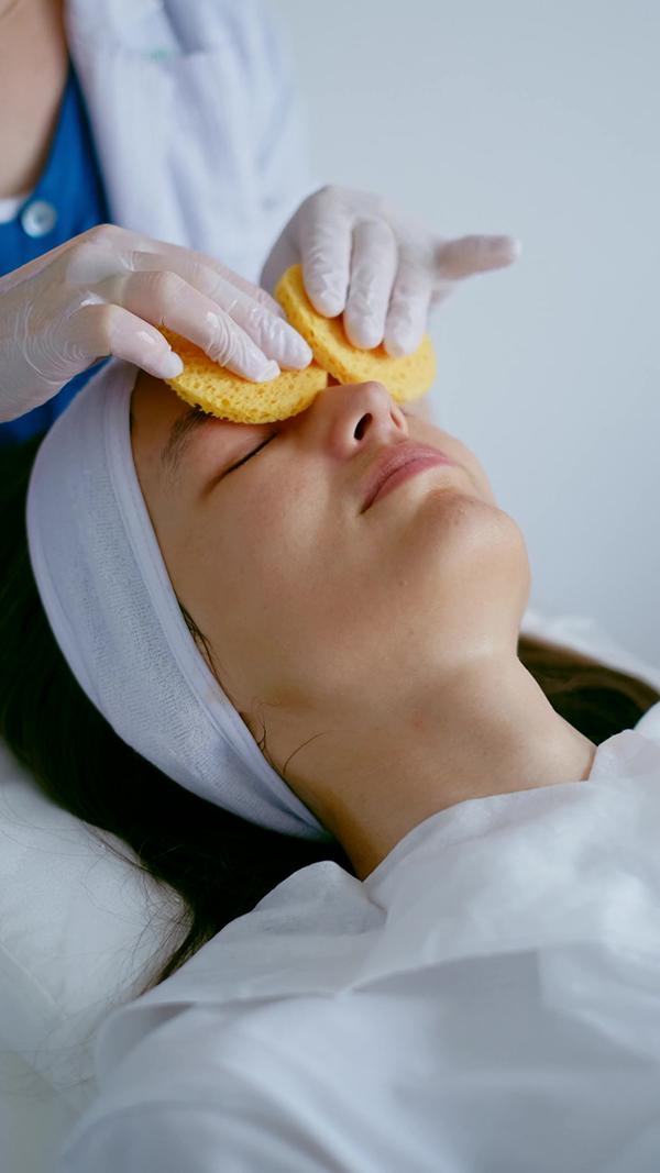 在美容院护肤洗脸视频素材