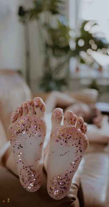 娇嫩的脚闪光片竖屏视频