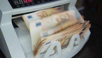 4K验钞机数钱欧元视频素材