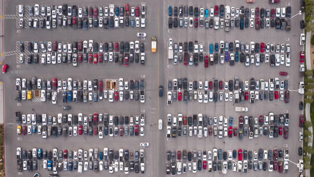 4K停车场上帝视角视频素材