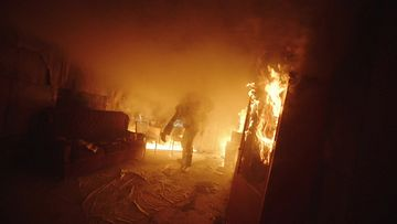 4K大火中的消防员视频素材