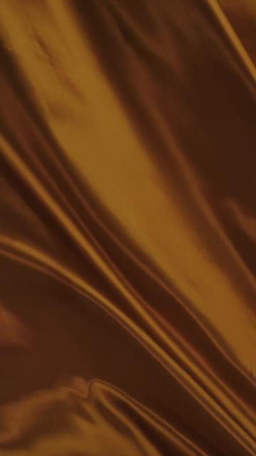 明亮的深橙色织物挥舞着视频素材
