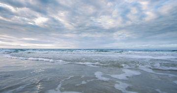 4K视觉冲击浪花袭来视频素材