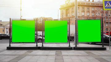 街道上的广告牌绿幕视频