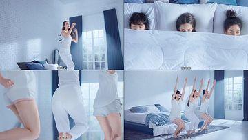 刚睡醒的美女闺蜜卫生巾视频素材