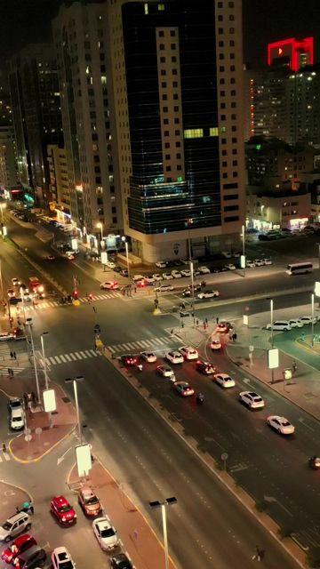 十字路口的车流竖屏视频素材
