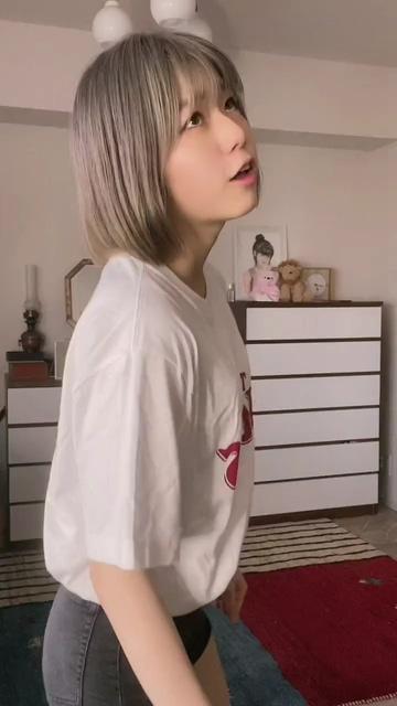 可爱又挑逗的美女视频素材