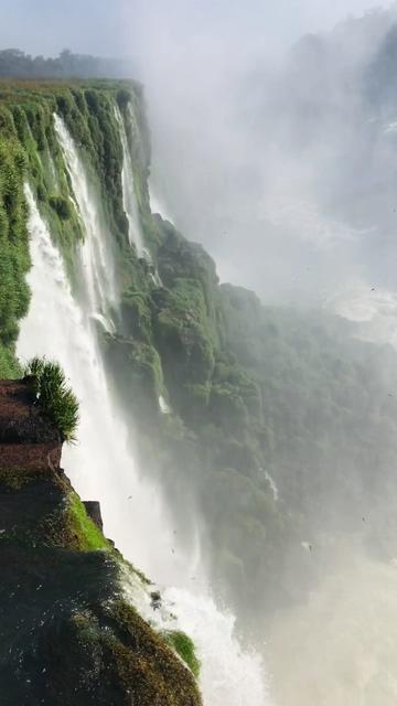 宏伟的瀑布竖屏视频素材