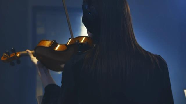 拉小提琴的女孩背影免费视频素材