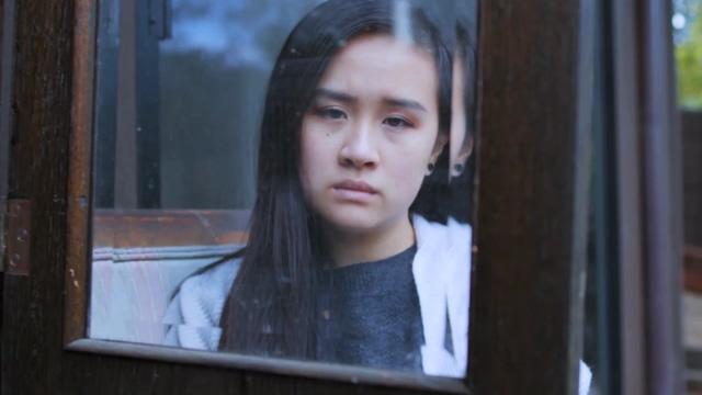 窗户后面优柔寡欲的女人视频