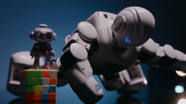 4K机器人做俯卧撑视频素材