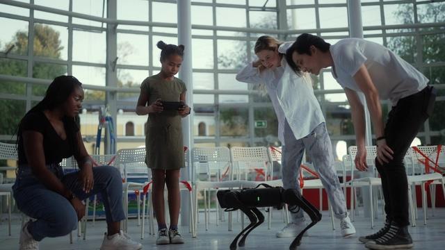 未来人工智能机器人雏形视频素材