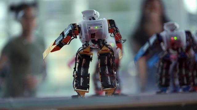 和人类一起跳舞的机器人