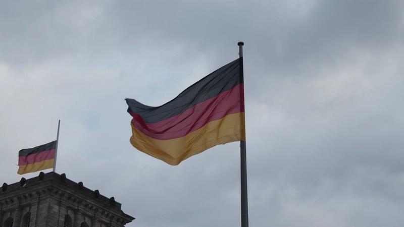 4K德国国会大厦旁的德国国旗