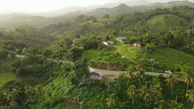 农村山里的高速公路视频素材免费下载