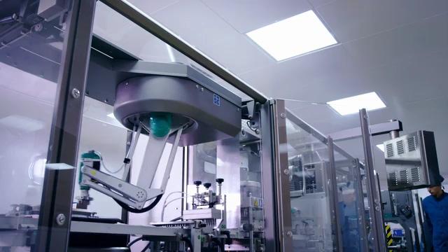 无人工厂机械臂在工作免费视频素材