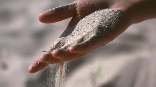 手里的流沙视频素材