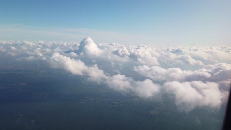 4K从飞机窗户上看到的云彩视频素材