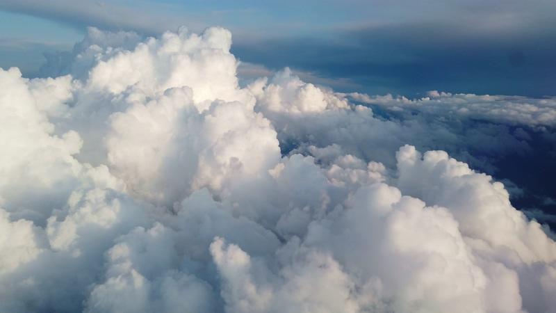 4K飞机视角天上的白云视频素材