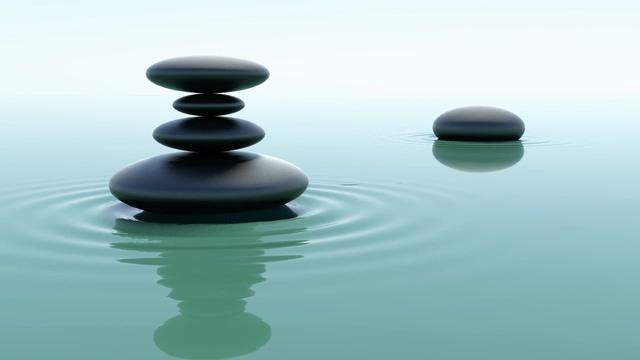 水面上的石头涟漪免费视频素材