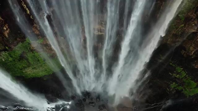 上帝视角瀑布流水免费视频素材
