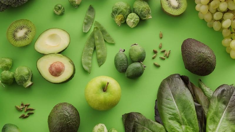 绿色桌面上的果蔬视频素材